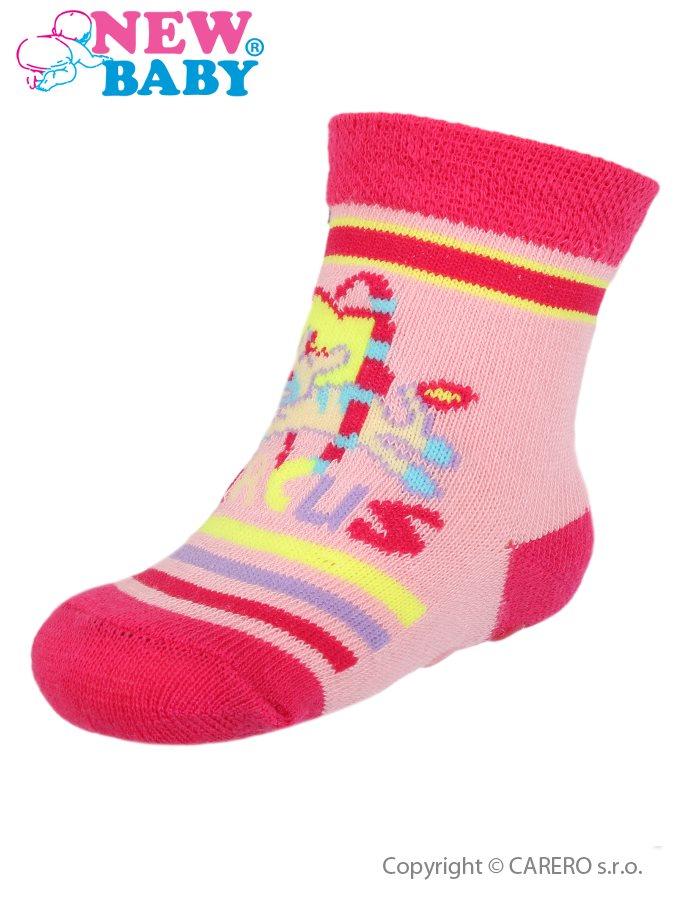 Dojčenské ponožky New Baby s ABS ružovo-červené circus