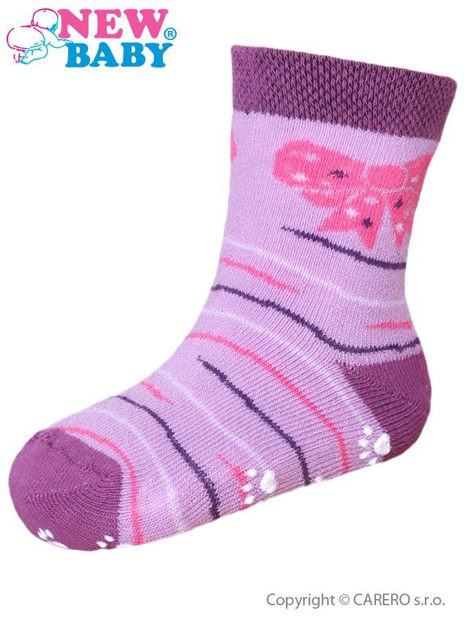 Dojčenské froté ponožky New Baby s ABS fialové s pruhmi a mašľou