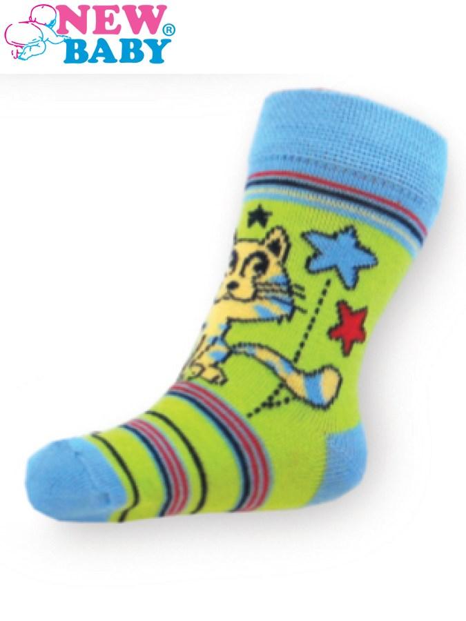 Detské bavlnené ponožky New Baby zelené s pruhmi a mačičkou