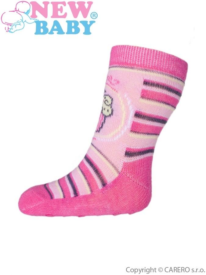 Dojčenské ponožky New Baby s ABS ružové s prúžkami a tortou